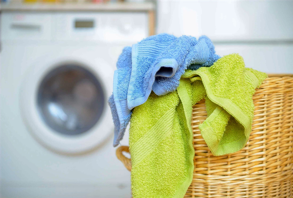 Toallas baño lavadora cesto limpiar