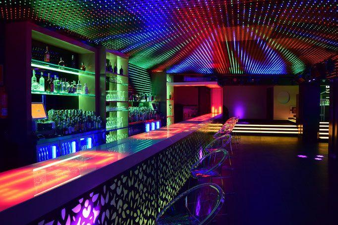 Barra de discoteca y pçodium