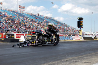 Angelle Sampey Blazes to Second Final of 2016 at K&N Filters Route 66 NHRA Nationals