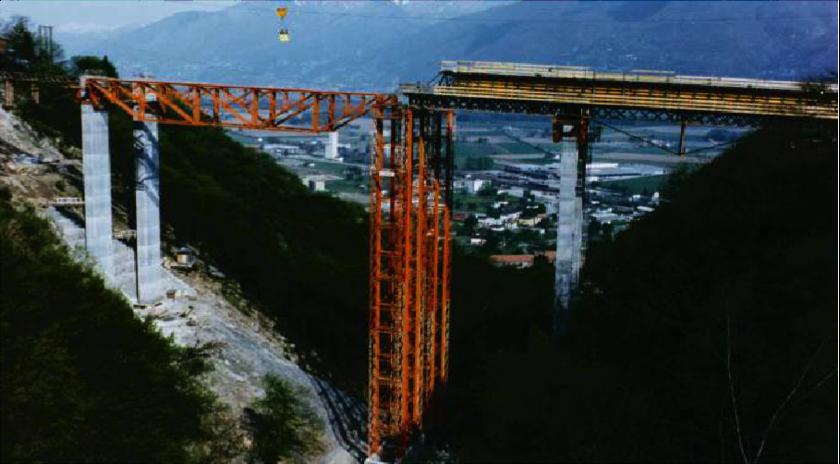 Autoroute_traversant_les_Alpes_Suisses_(