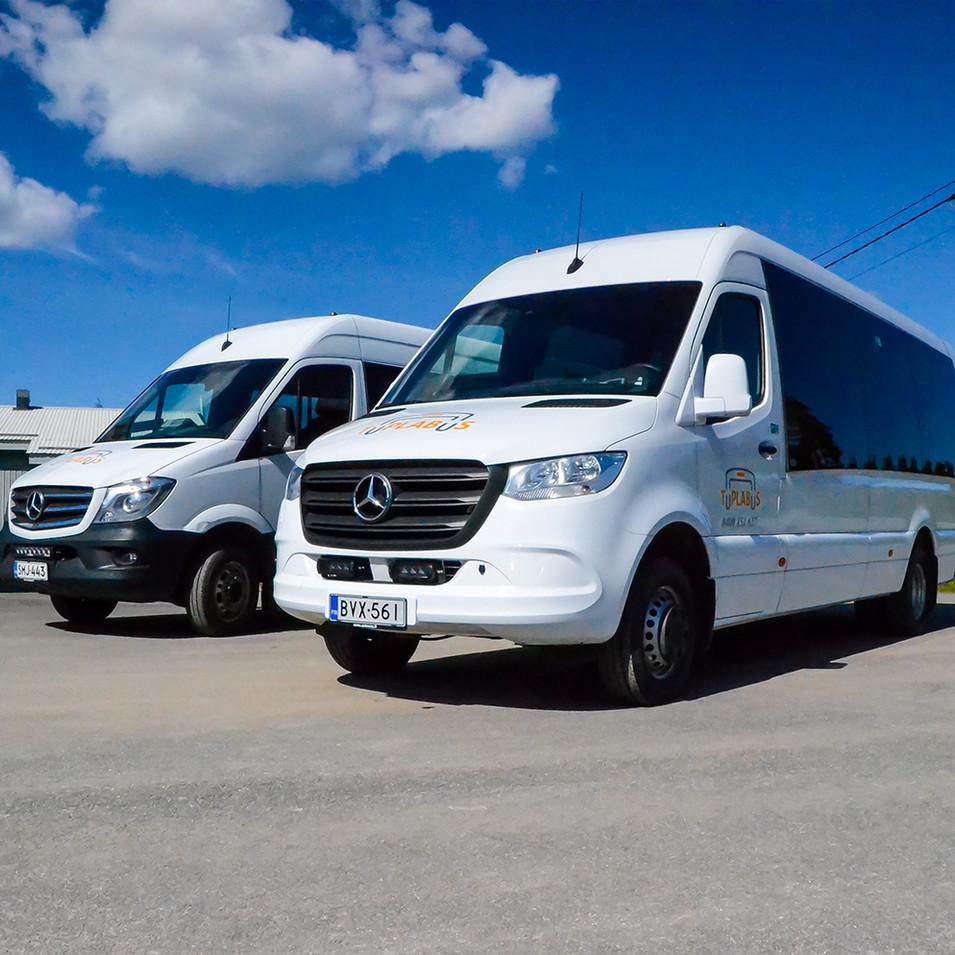 kaksibussia.jpg