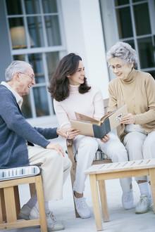 Desapegarse de los padres y relacionarse positivamente con los suegros.