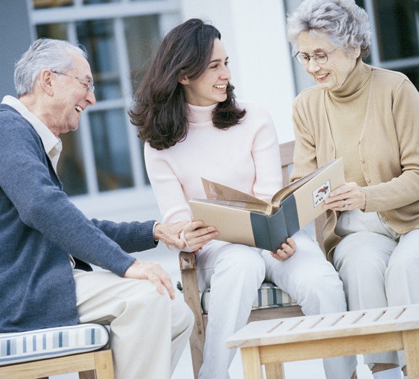 How to manage your parents' finances when they no longer can