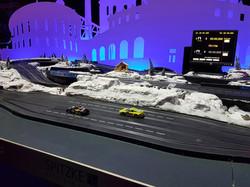 Autorennbahn mit Schneelandschaft