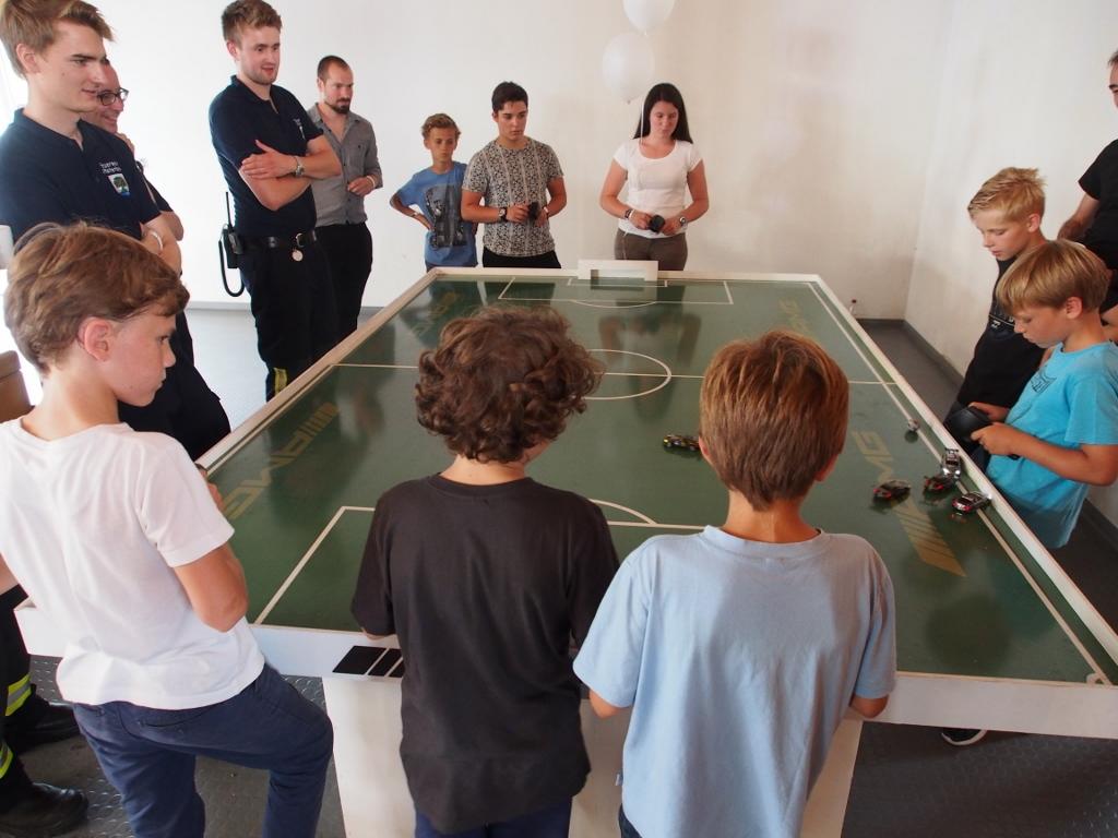 Autofußball kombiniert Fußball und Motorsport