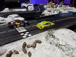 Autorennbahn mit Winterlandschaft