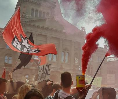 Starke nationale Klimademo mit etwa 100'000 Personen und einem grossen revolutionären Block!