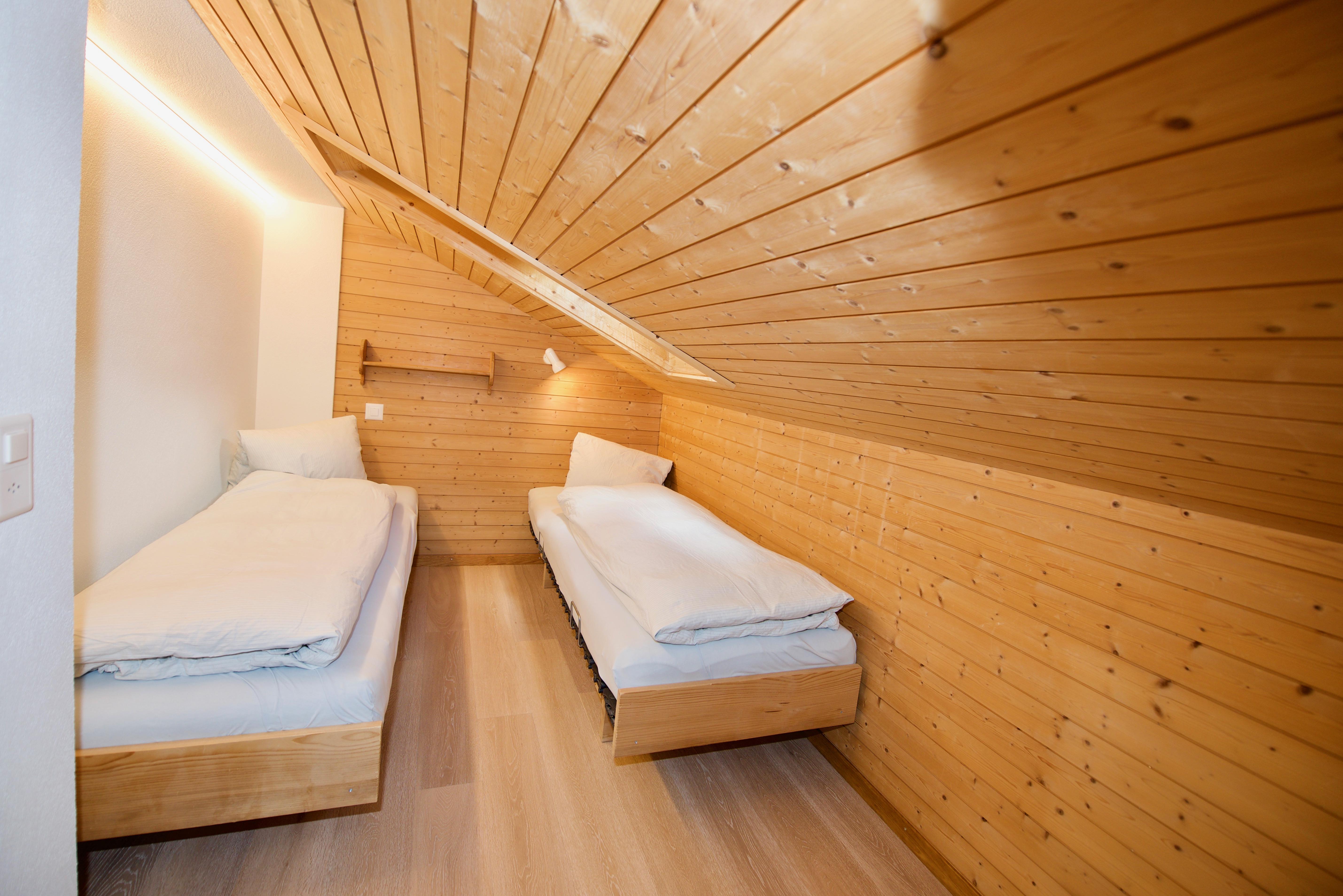 Zimmerchen mit Betten 80 cm breit.