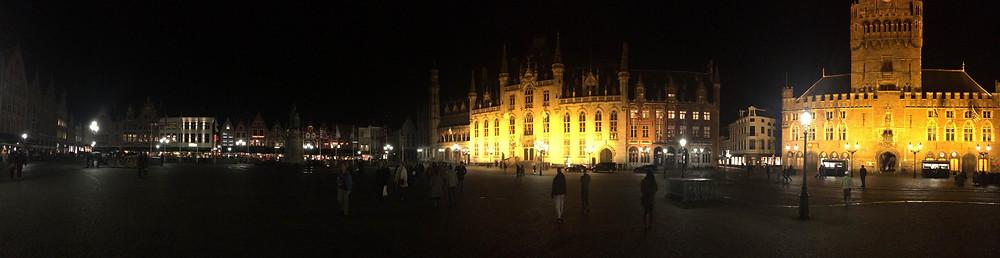 La Grande-Place de Bruges illuminée