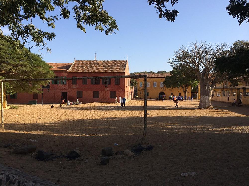 Le terrain de football de l'Île de Gorée