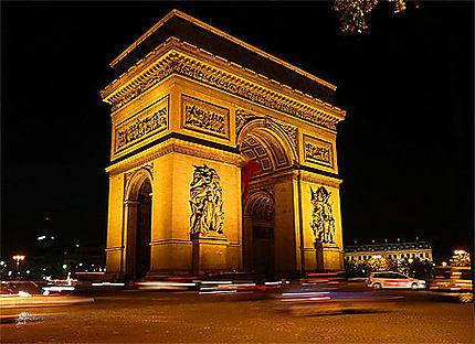 L'Arc de Triomphe la nuit