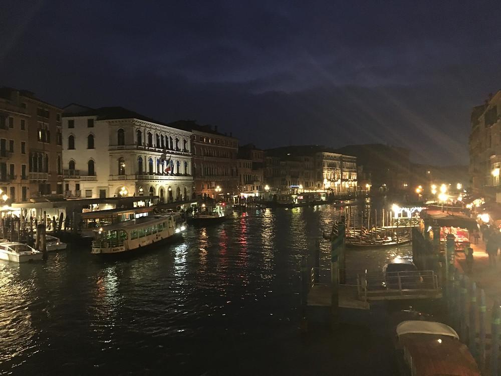 La vue du Pont Rialto à Noël