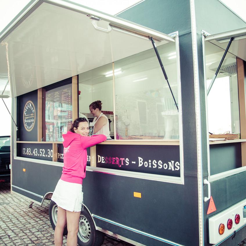 Un sympathique food-truck s'installe sur la place de Clochemerle pour y distiller une cuisine Italienne fort sympathique.