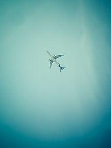 Avion au dessus d spot de kite