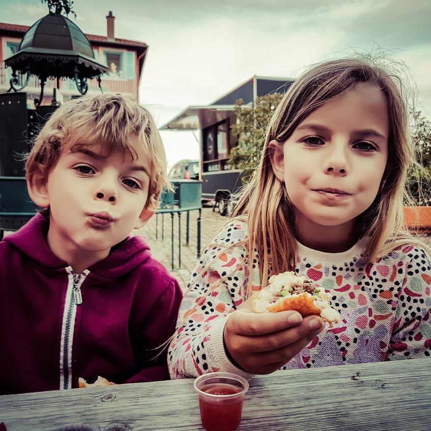 Moment de détente à Clochemerle avec les enfants