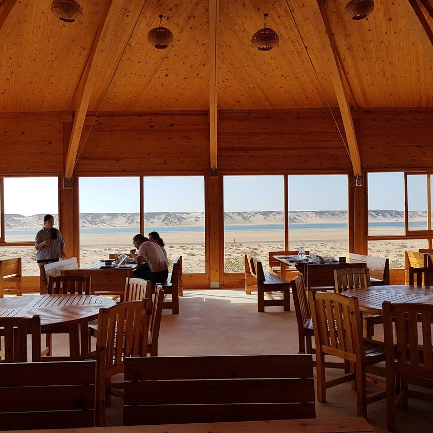 Le restaurant panoramique de Dakhla Camp