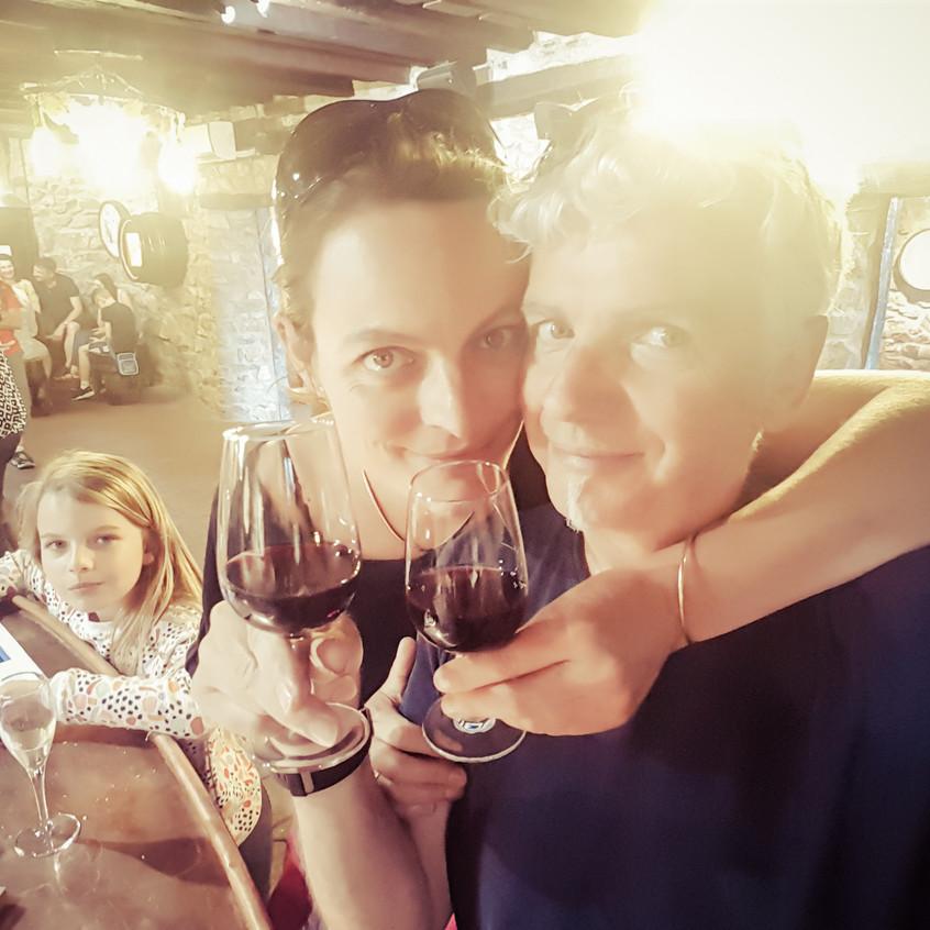 A votre santé ! Dégustation des vins de la cave de Clochemerle.