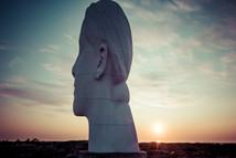 Statues géantes portrait de femme