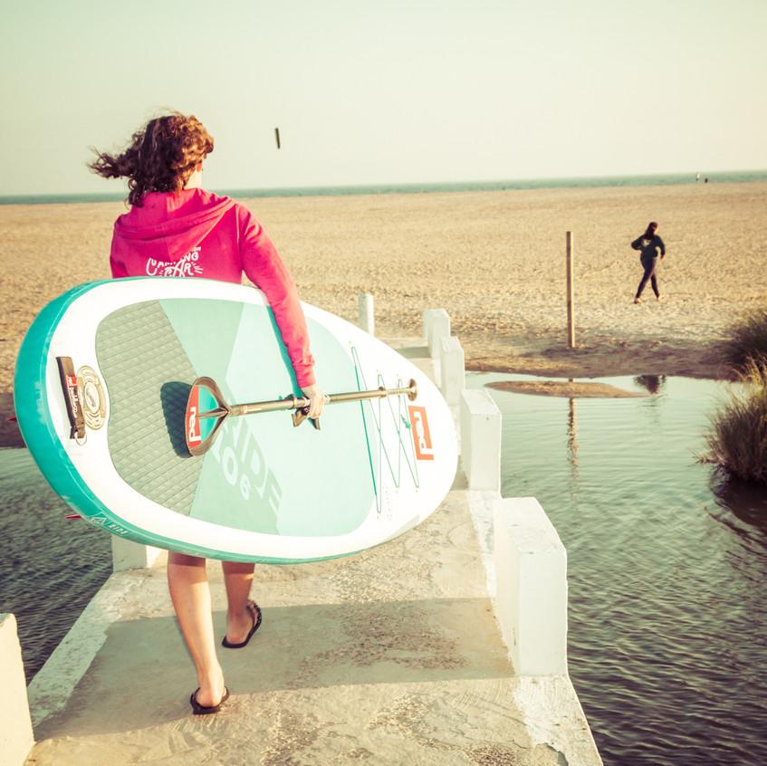 Marie part faire du paddle en fin de journée