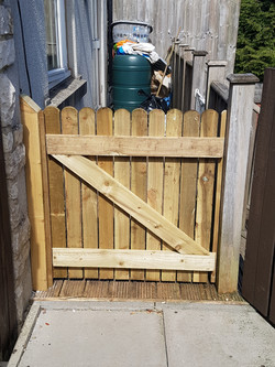 round top 3ft picket gate rear.jpg