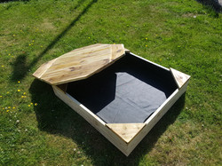 popular 3x3 sandpit with lid bespoke.jpg