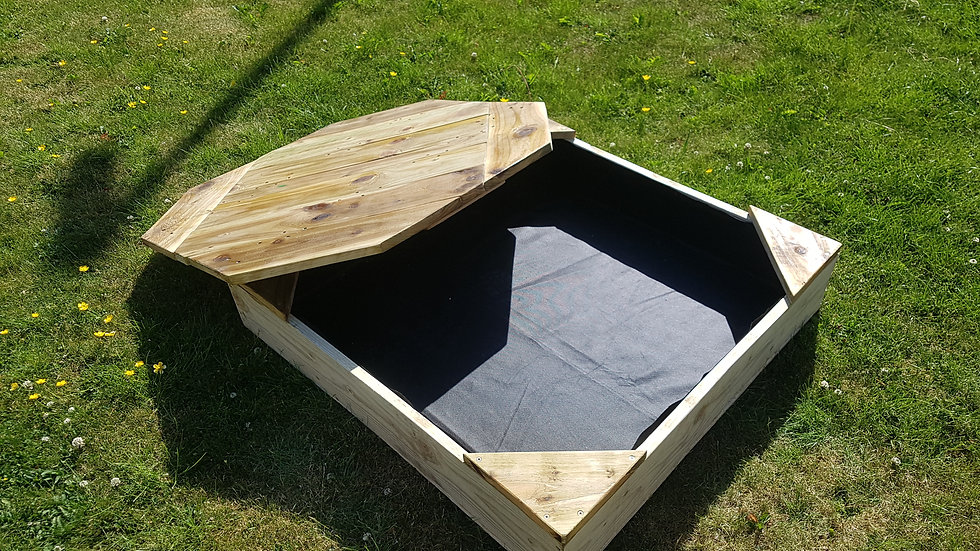 Bespoke 3x3 sandpit with lid