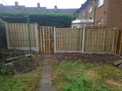 21ft of 6ft hit and miss fence with gate