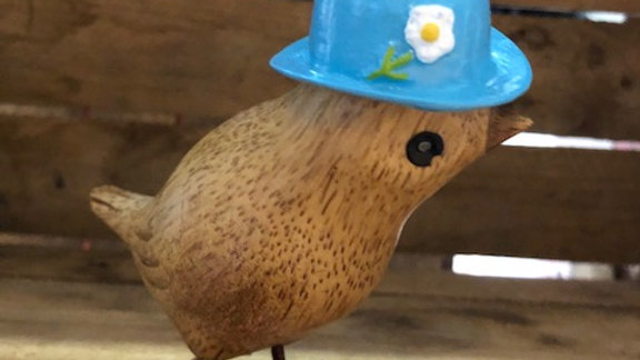 DCUK GARDEN BIRD WITH BLUE BOWLER HAT WITH FLOWER