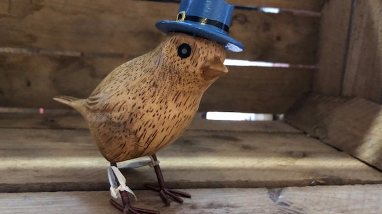 DCUK GARDEN BIRD WITH BLUE TOP HAT