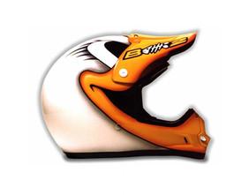 Kačeří design na helmě Shoei - vítězný design výstavy Sportprague a helma Mistra Republiky v MX Vojty Brumly