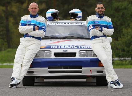 Navrátil & Káňa - Ford Sierra RS Cosworth - vytvoření kompletního grafického řešení celého závodního teamu: závodního auta, dodávky, přívěsu, kombinéz, helem Arai s kresbou technikou airbrush, teamového oblečení a to včetně pracovního oblečení mechaniků, stanu, loga teamu, podpisové karty a plakátu