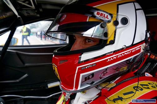 Jan Daniš a jeho helma Bell v sakra rychlém Ferrari