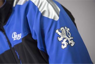 Praga racing team - kolekce oblečení a doplňků Pro firmu Praga, celosvětového výrobce motokár a závodních automobilů, jsme připravili grafické návrhy a následně i zajistili výrobu tohoto teamového oblečení a doplňků. Výroba probíhala v ČR, Evropě a i v Asii a to v 1000ks sériích.