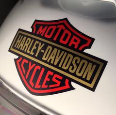 Shoei helma vyladěná ke stavbě motocyklu Harley Davidson