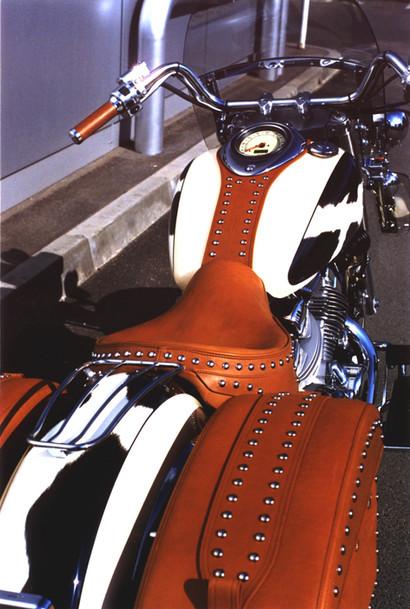 Milujete divoký západ, no problema ... vzali jsme mtc Yamaha Royal star vyladili doplňky a nakreslili chloupek po chloupku srst krávy