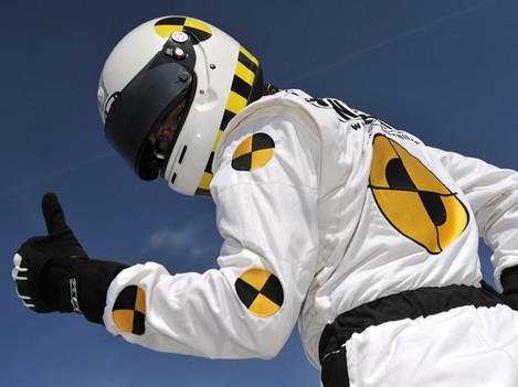 Crash test - design helmy zn. Arai a kombinézy. Helma nakreslena technikou airbrush a kombinéza vyrobena u specializovaného výrobce