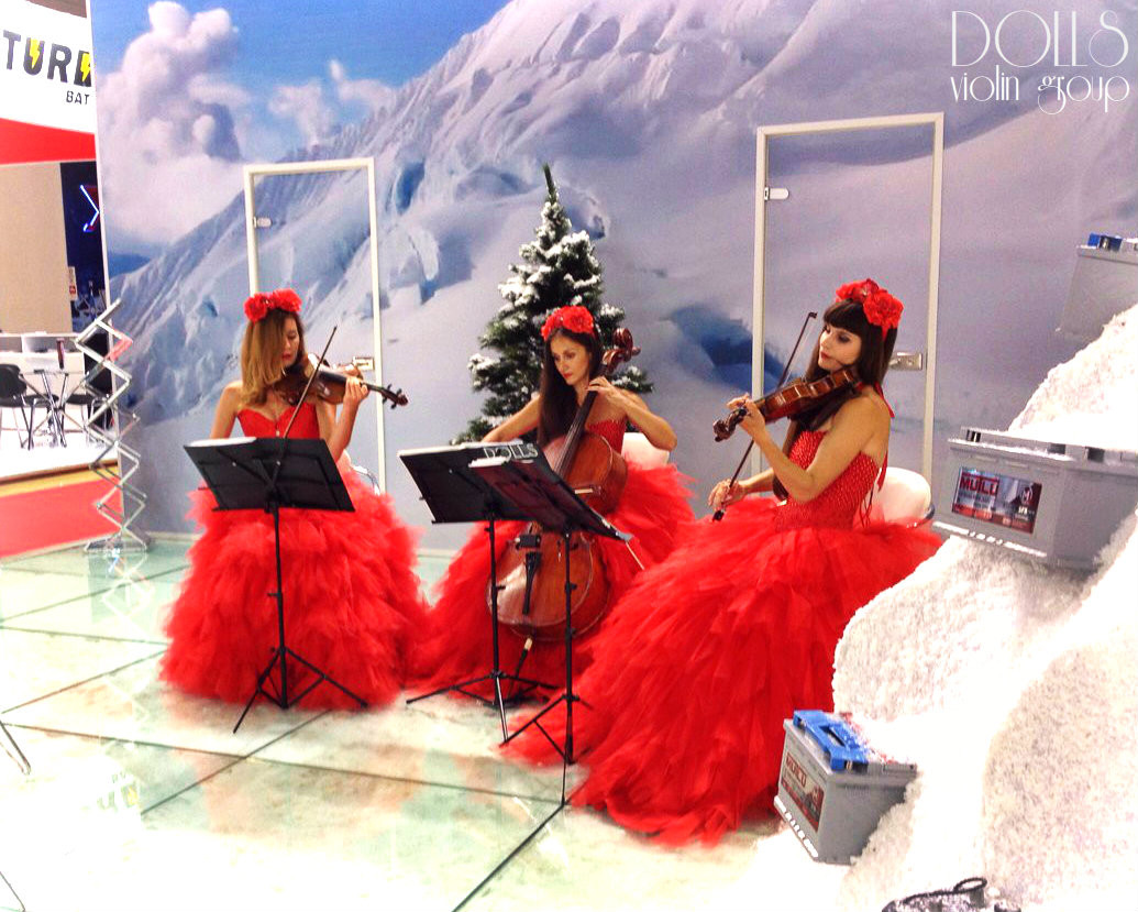 Струнное трио Violin Group DOLLS на выставке