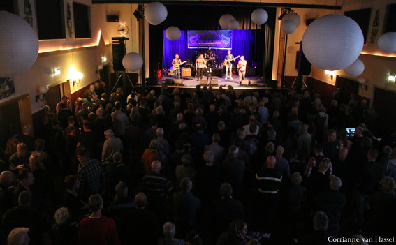 An enthralled crowd at RosBlues