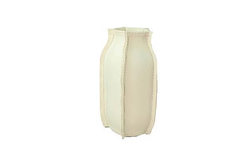 Vaso de Resina Off White com Detalhes de Presponto