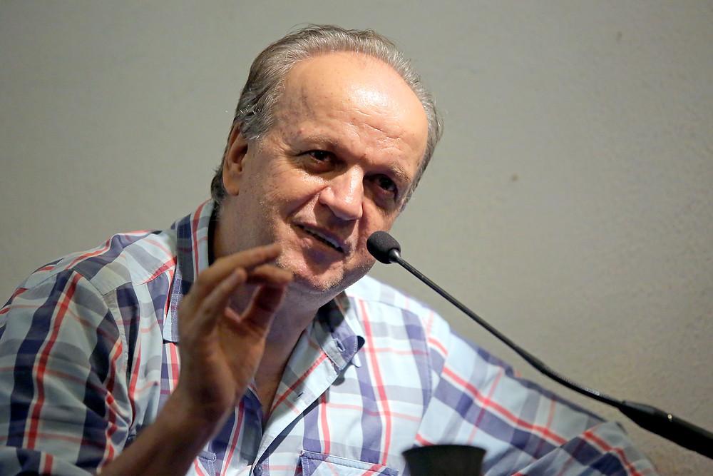 Armando Fávaro durante palestra na Casa da Palavra (foto: Itawi Albuquerque)