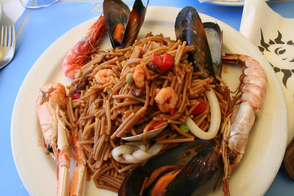 plat typique espagnol - fideuà