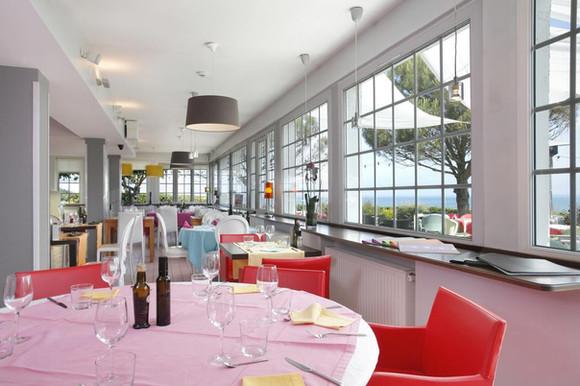 Salle à manger de l'hôtel The Originals le Cise - Eetkamer van The Originals le Cise hotel
