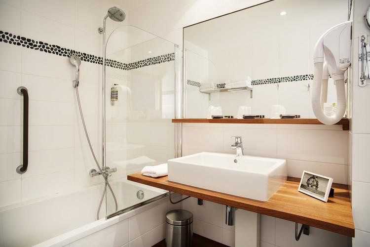 BSalle de bain de l'hôtel Les Jardins d'Hardelot - Badkamer van het hotel Les Jardins d'Hardelot - Salle de bain de l'hôtel Les Jardins d'Hardelot