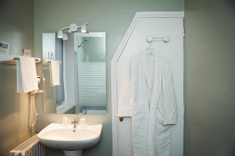 Salle de bain de l'hôtel Les Sables d'Or - Badkamer van het hotel Les Sables d'Or