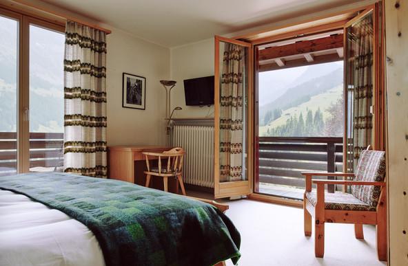 190727-The-Huldi-Waldhaus-Room-36-002-We