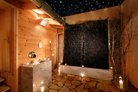 Wellness Finnische Sauna Vorraum3.jpg