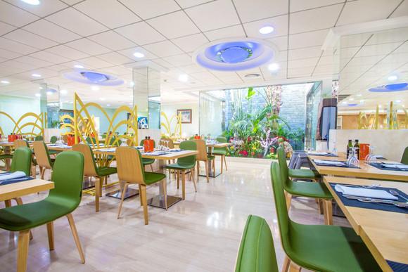 Salle à manger de l'hôtel Diplomatic - Eetkamer van het Hotel Diplomatic