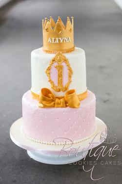 pink croun cake