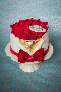 red roses cake.jpg