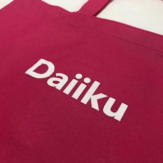 可愛いピンク色の不織布バッグ